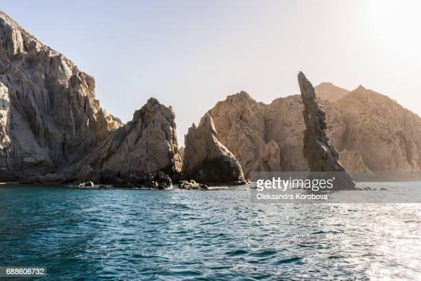 rock formations around the arch in cabo san lucas, mexico at sunset. - halbinsel niederkalifornien stock-fotos und bilder
