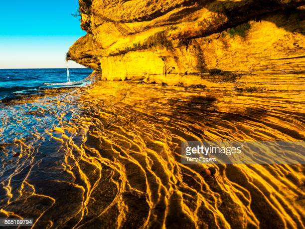 rock formations at pictured rocks national lakeshore on upper peninsula, michigan - pictured rocks national lakeshore stock pictures, royalty-free photos & images