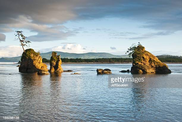 rock formations at sunset - jeff goulden stock pictures, royalty-free photos & images