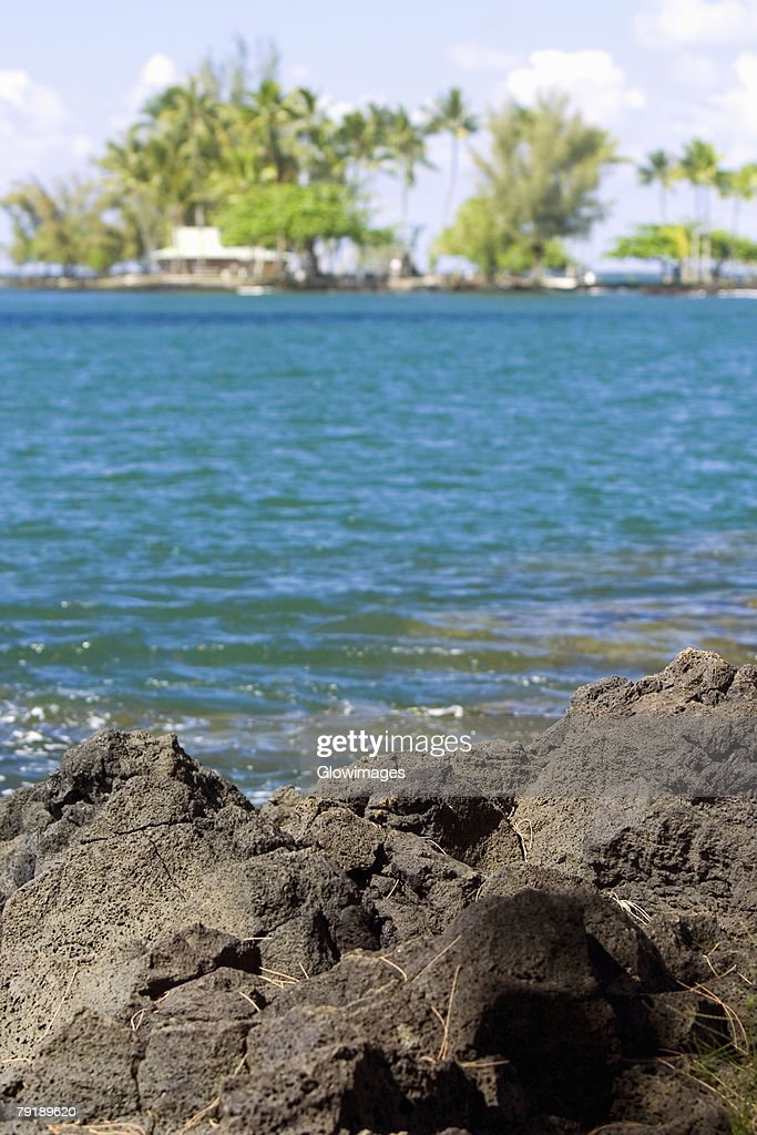 Rock formations at the seaside, Liliuokalani Park and Gardens, Hilo, Big Island, Hawaii Islands, USA : Foto de stock