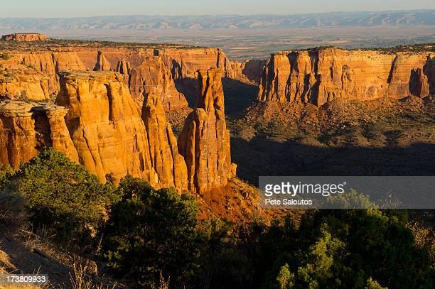 rock formations in desert valley - colorado national monument stock-fotos und bilder