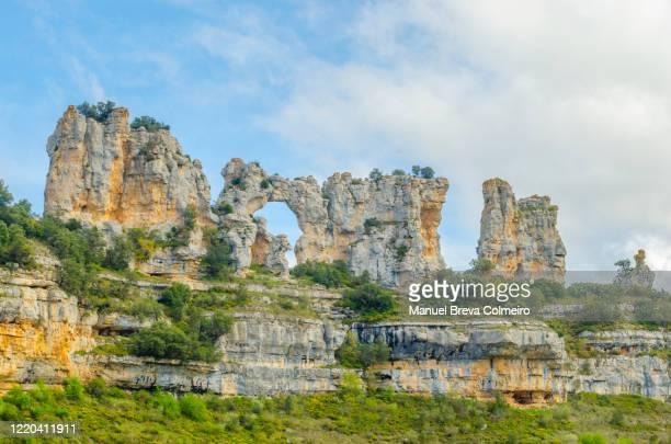 rock formations in orbaneja del castillo - orbaneja del castillo photos et images de collection