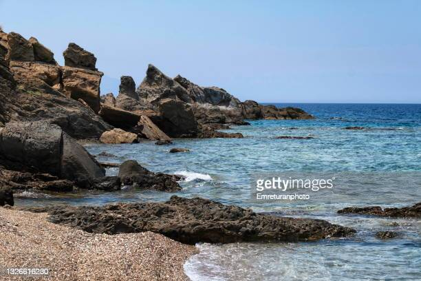 rock formations in the beach at badembükü. - emreturanphoto stock pictures, royalty-free photos & images