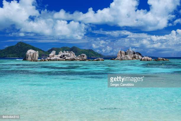 rock formations in the lagoon of la digue - la digue island stock pictures, royalty-free photos & images
