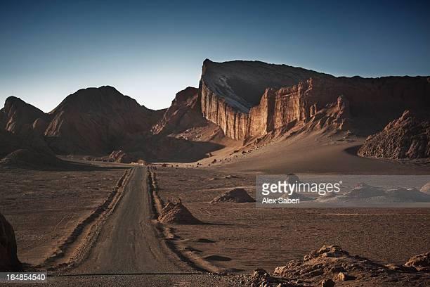 rock formations in the valley of the moon in the atacama desert. - alex saberi stock-fotos und bilder
