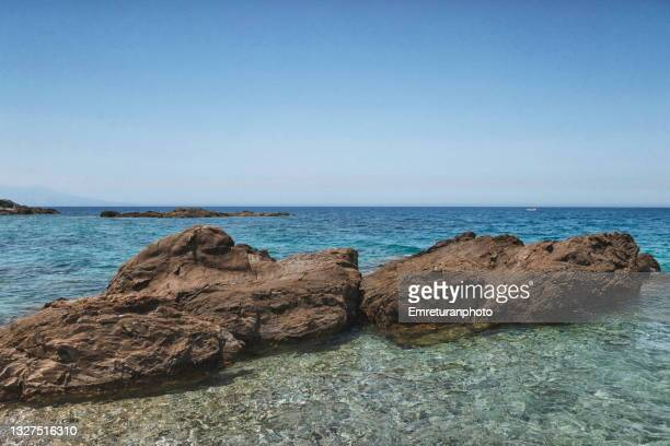 rock formations in turqoise waters on a sunny day in summer. - emreturanphoto stock pictures, royalty-free photos & images