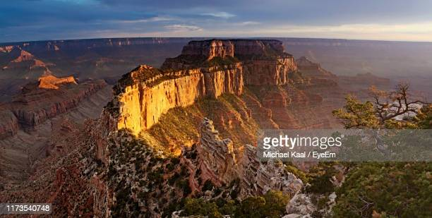 rock formations on landscape - flagstaff arizona stock pictures, royalty-free photos & images