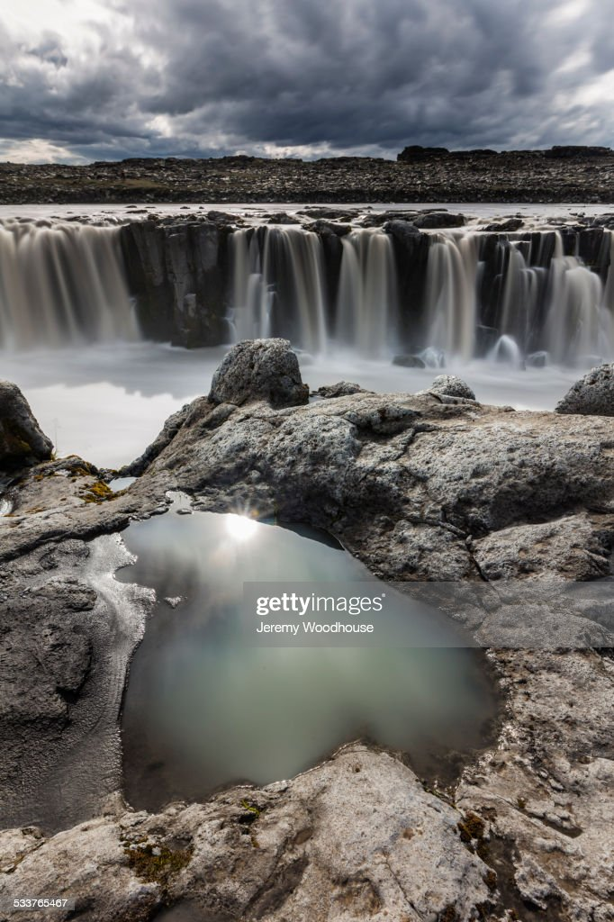 Rock formations over Sellfoss Falls and river, Myvatn, Iceland : Foto stock