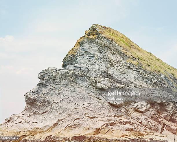 rock & grass - roca fotografías e imágenes de stock
