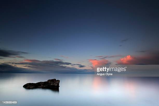 rock in sea - fife scotland stock pictures, royalty-free photos & images