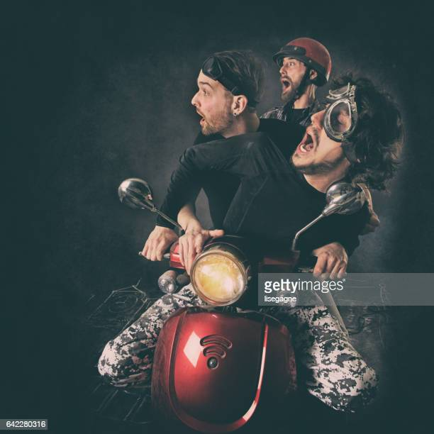 musiciens de rock s'amuser - moto humour photos et images de collection