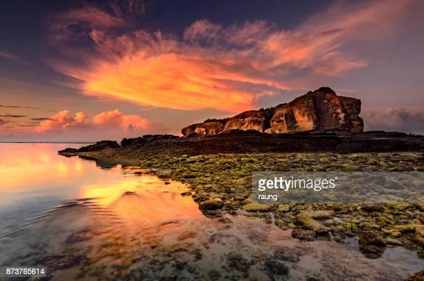 アーンの岩 - ロンボク島 ストックフォトと画像