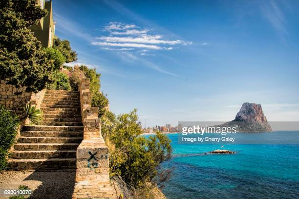 rock of calpe spain in mediterranean sea - valencia spanien stock-fotos und bilder