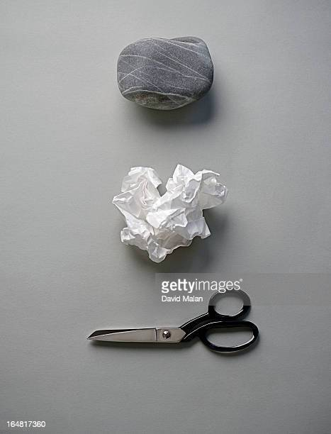 rock, paper & scissors. - beslissingen stockfoto's en -beelden