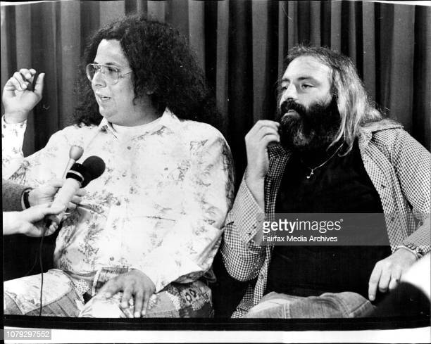 Rock Satire Group Flo and Eddie arrived in Australia to give a series of Concert Mark Volman amp Howard Kaylan gives a press conference at Sydney...