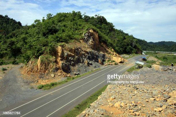 rock slide - landslide stock pictures, royalty-free photos & images