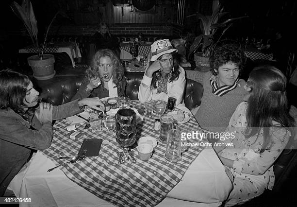 Rock star Alice Cooper and former Monkees singer and drummer Micky Dolenz eat dinner circa 1973 in Los Angeles California