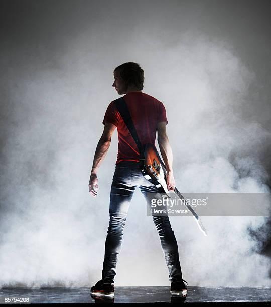 rock star with his guitar. - concierto de música pop rock fotografías e imágenes de stock