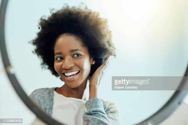 あなたの自然な髪をロックします。 - コイリーヘア ストックフォトと画像