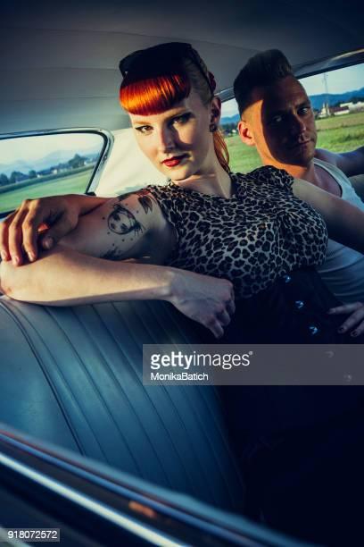 rocker couple - rockabilly photos et images de collection
