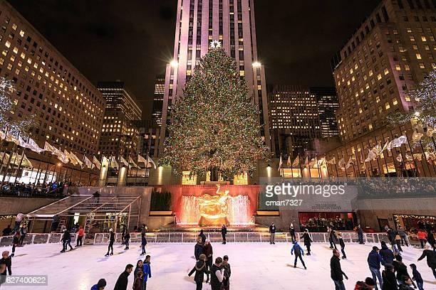 rockefeller center skating rink - new york weihnachten stock-fotos und bilder