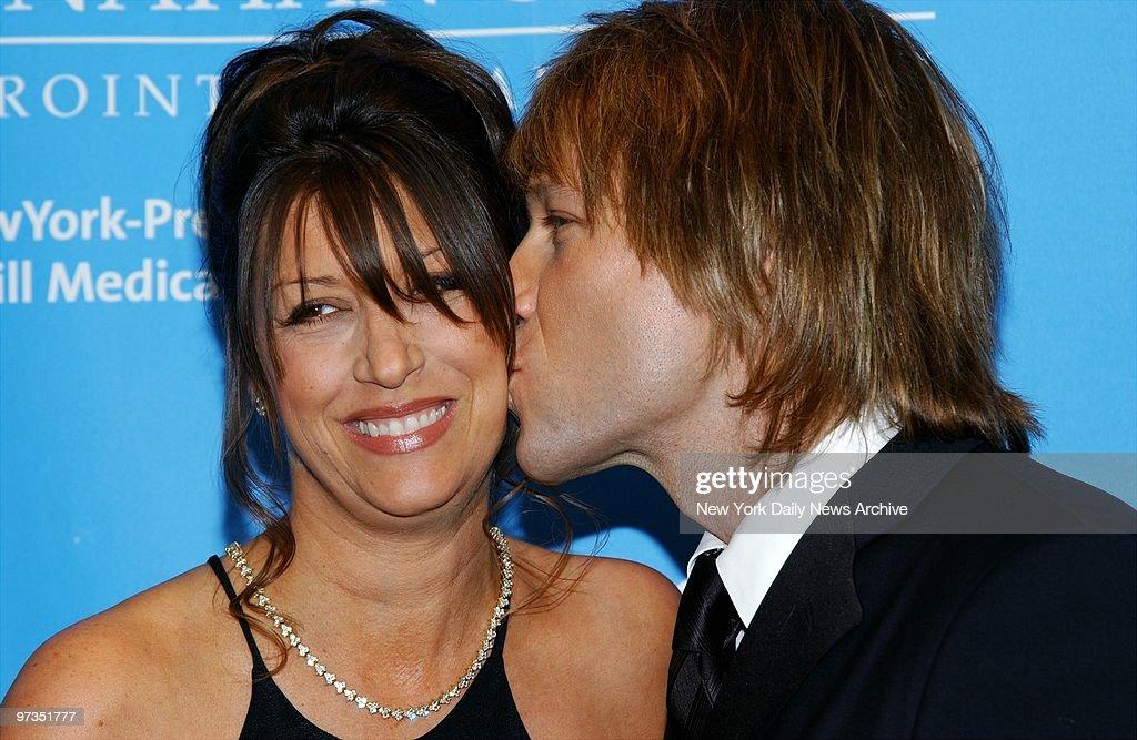 Rocker Jon Bon Jovi plants a kiss on wife Dorothea during a  : News Photo
