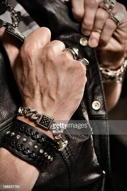 roqueiro/motociclista retratos de estúdio - pulseira - fotografias e filmes do acervo