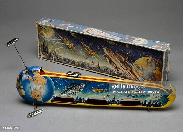Rocket the moon shuttle landing facility lithographed tin toy with spring mechanism made by Tecnofix Germany 20th century Milan Museo Del Giocattolo...