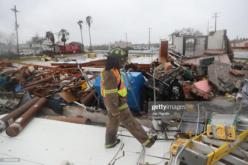 Hurricane Harvey Slams Into Texas Gulf Coast : News Photo
