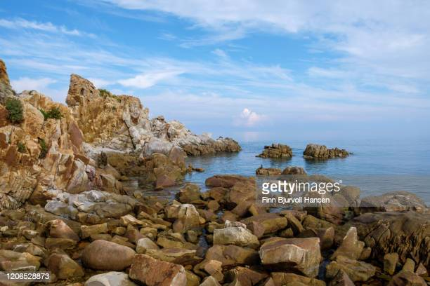 rocks and cliffs at the coast of sicilly - finn bjurvoll ストックフォトと画像