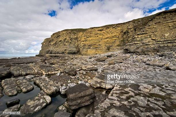 rocks and rock pool - nigel owen stock pictures, royalty-free photos & images