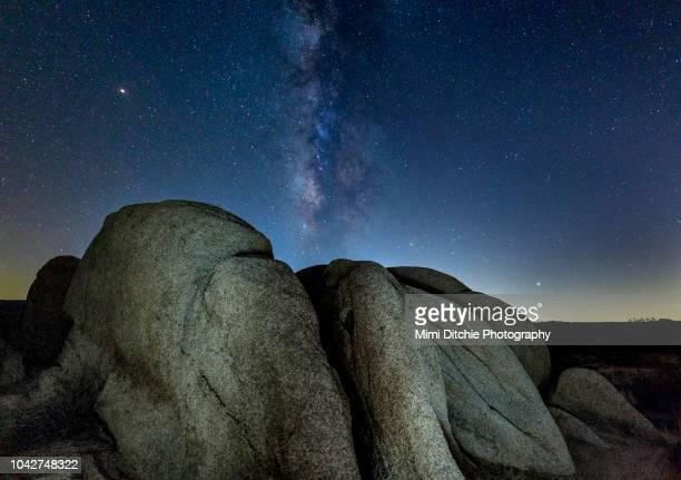 rocks and the milky way at joshua tree national park - san bernardino california stock pictures, royalty-free photos & images