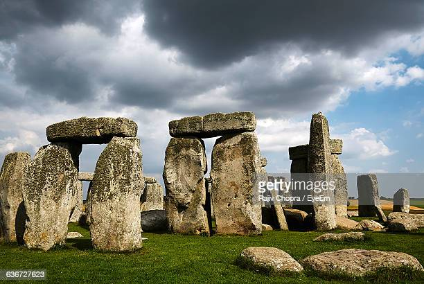 rocks at stonehenge against cloudy sky - stonehenge stock pictures, royalty-free photos & images