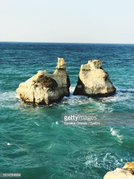 rocks in sea against clear sky - special:whatlinkshere/file:lucerne_circle,_orlando,_fl.jpg stock pictures, royalty-free photos & images