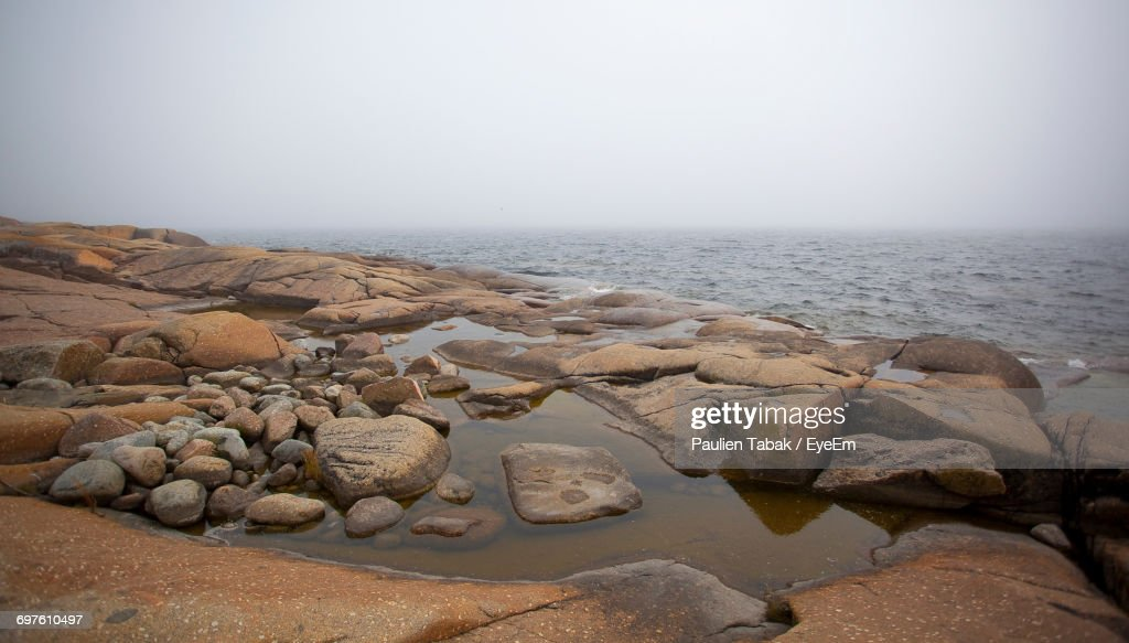 Rocks In Sea : Bildbanksbilder