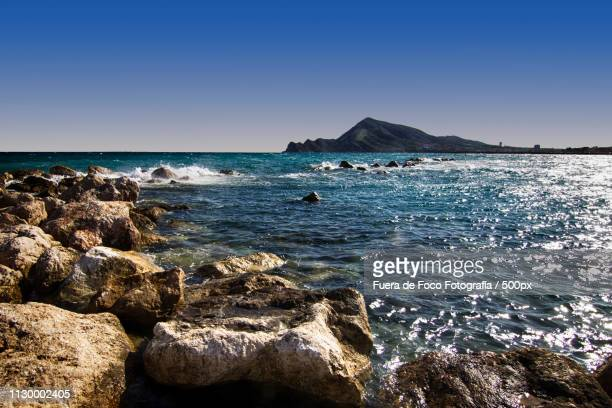 rocks in sea under clear sky - foco no primeiro plano stock pictures, royalty-free photos & images