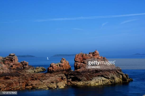 rocks of ploumanach france - perros guirec photos et images de collection