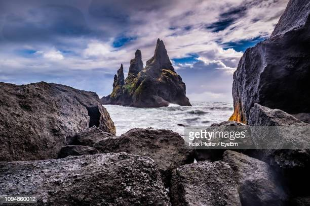 rocks on beach against sky - punalu'u_beach stock pictures, royalty-free photos & images