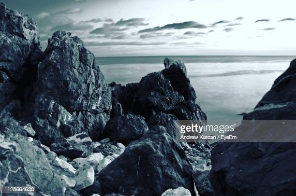 rocks on beach against sky - rancho palos verdes stock pictures, royalty-free photos & images