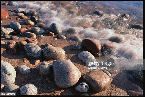rocks on shore of gargantua harbour - lake superior provincial park stock pictures, royalty-free photos & images
