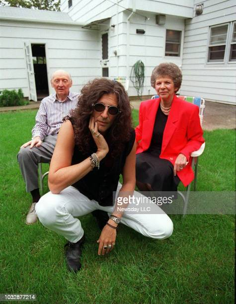 Radio shock jock Howard Stern with his parents at their home in Rockville Centre on September 23 1993 At left is Ben Stern at right Rae Stern