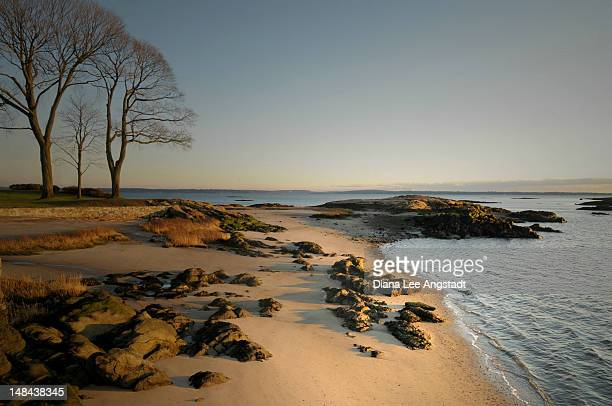 rocky beach - rye new york stockfoto's en -beelden