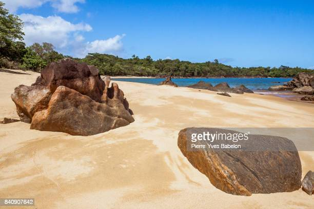 rocky beach - bay of water stock pictures, royalty-free photos & images