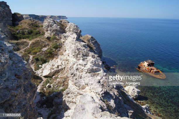 rocky cliffs of dzhangul coast, black sea, crimea - argenberg bildbanksfoton och bilder