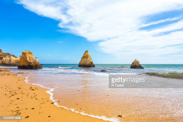rocky cliffs on the coast of the atlantic ocean in lagos, algarve, portugal - alvor stock pictures, royalty-free photos & images