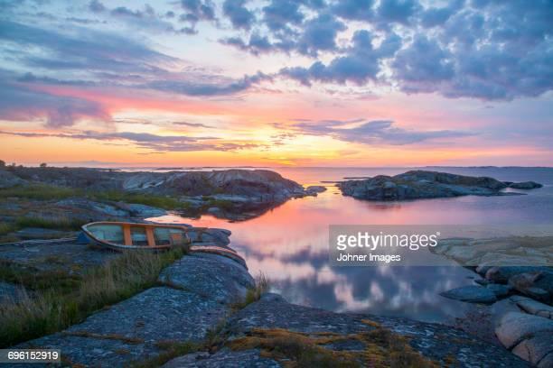 rocky coast at sunset - arquipélago - fotografias e filmes do acervo
