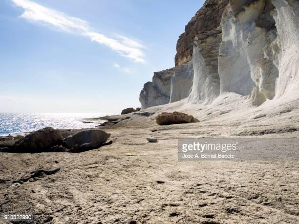 rocky coast of the cabo de gata with formations of volcanic rock of white color. cabo de gata - nijar natural park, cala del plomo, biosphere reserve, almeria,  andalusia, spain - 崖 ストックフォトと画像