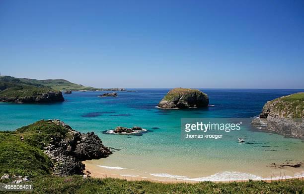 rocky coast, spanish atlantic coast, near llanes, bay of biscay, asturias, northern spain, spain - llanes fotografías e imágenes de stock