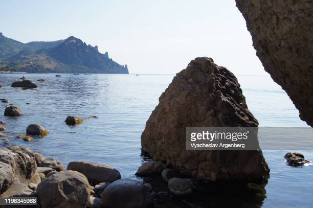rocky coastline of black sea, crimea - argenberg imagens e fotografias de stock