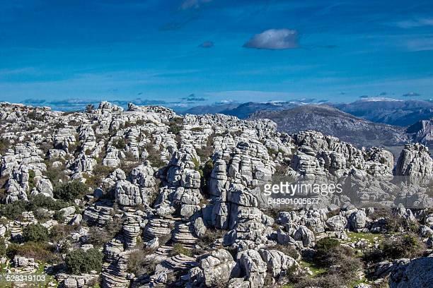 rocky landscape - paraje natural torcal de antequera fotografías e imágenes de stock